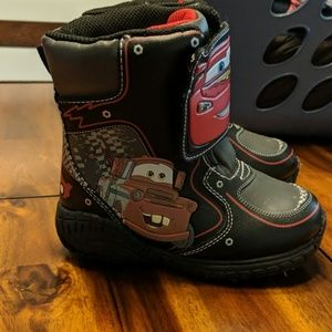 Kids size 8 Cars snow boots